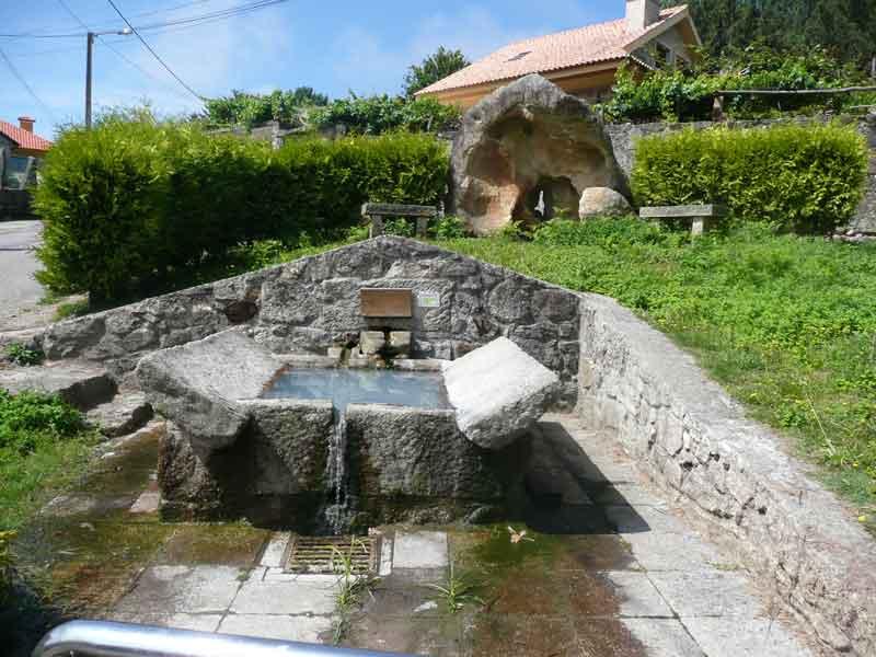 Petroglifos olvidados lavaderos y fuentes en chandebrito - Fuentes de piedra antiguas ...